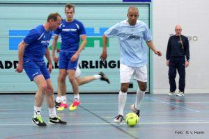 Friesland in de aanval scheidsrechter Bram Schaaf